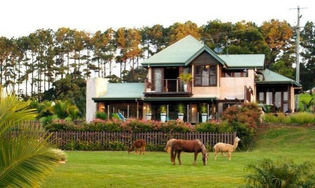 bluegreen house byron bay hinterland house